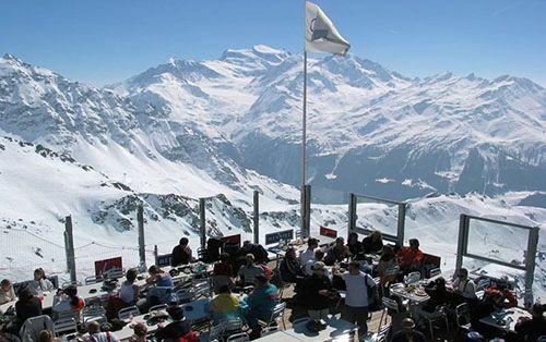 Швейцария с курортным городом Вербье