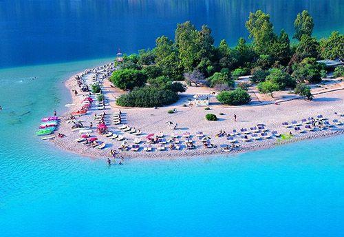 Изумрудное море и мелкий песок: Лагуна Олюдениз