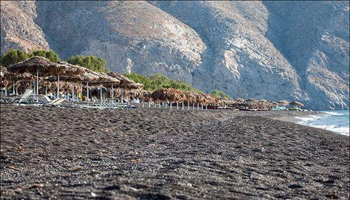 Самый чистый на Санторини: черный Камари