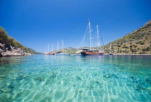 Береговая линия рядом со Стамбулом: True Blue Beach