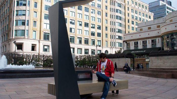 Первые «умные» скамейки установили на улицах Подгорицы