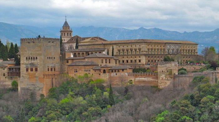Самый красивый город в Испании в 2016 году – это Гранада