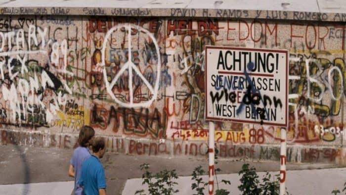 Берлинская стена будет защищена с использованием ограждений