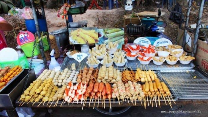 Прилавки с едой уберут с улиц Бангкока и других городов