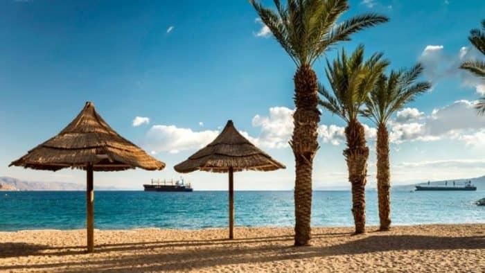 Сезон купания на курортах Израиля стартовал раньше обычного