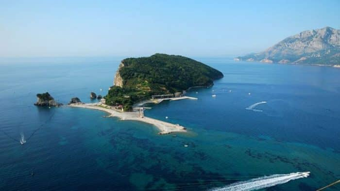 Бывший премьер Королевства Таиланд приобрел остров в Монтенегро