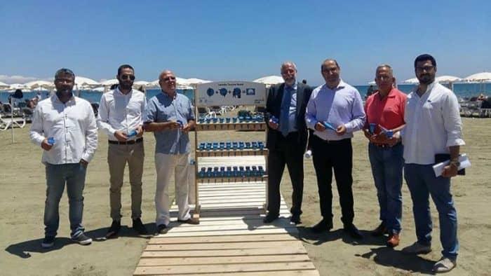 На пляжах Кипра появились бесплатные «коробочки» для утилизации сигарет