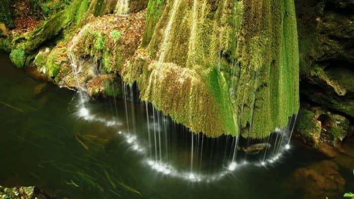 Обновленная инфраструктура румынского водопада Бигар доступна для туристов