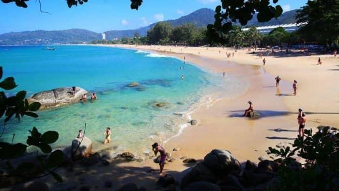 Сезон высоких волн в Таиланде начался раньше обычного