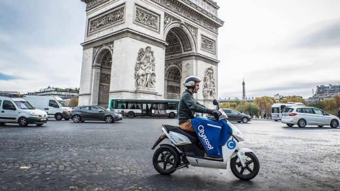 Электроскутер – идеальное средство передвижения по Парижу