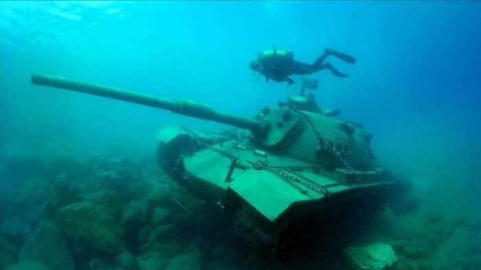 Власти Турции решили порадовать туристов затопленным танком