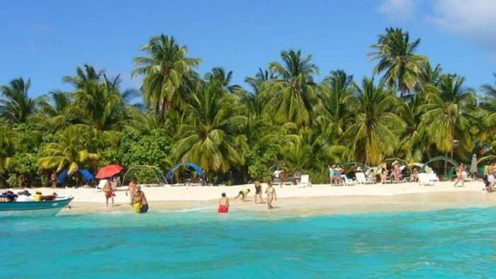 Колумбия закрывает популярный остров Джонни Кей для туристов на фоне экологических проблем
