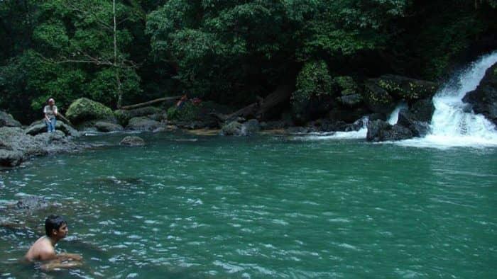 Власти Индии разместили интересные вывески у водопадов в Карнатаке
