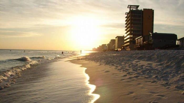 Панама Сити Бич во Флориде демонстрирует рекордный турпоток в мае