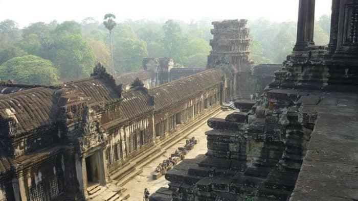 Археологи раскопали очередную погребенную статую в Ангкор-Вате