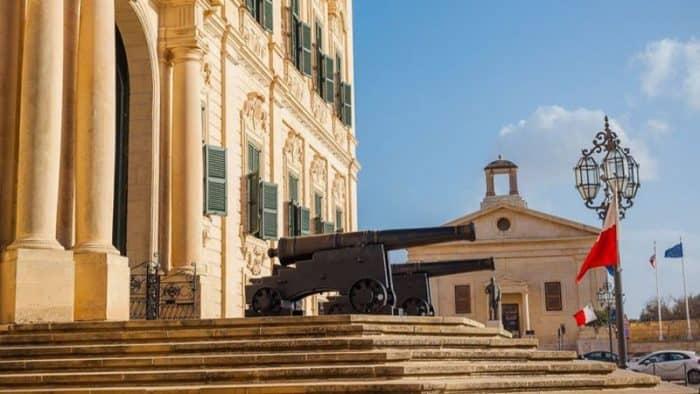 Какие туристы тратят больше денег на Мальте