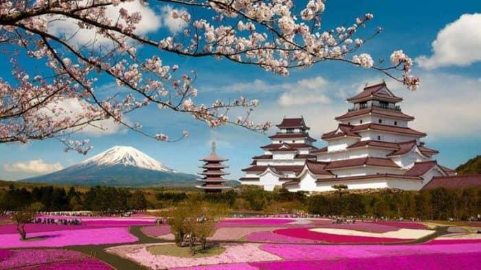 Турпоток Японии достиг рекордной отметки 2,68 млн за июль