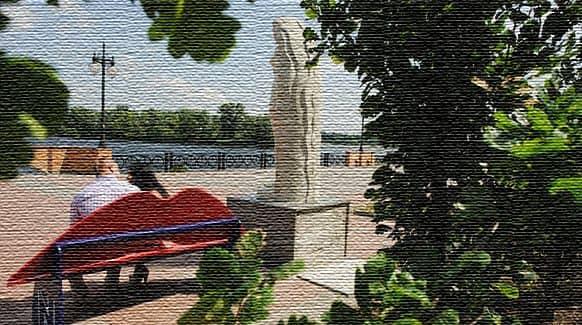 Лавочки-губы вдоль Оболонской набережной (фото)