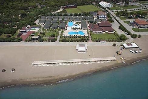 Пляжная зона курортного города (фото)