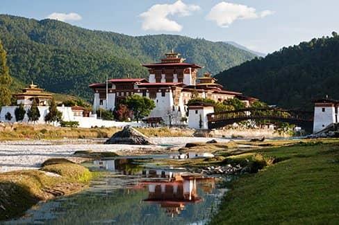 Бутан - изолированная столица Гималаев (фото)
