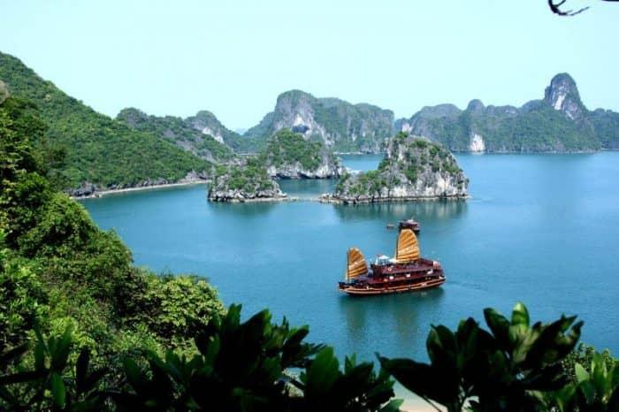 Город Ханой, бухта Халонг