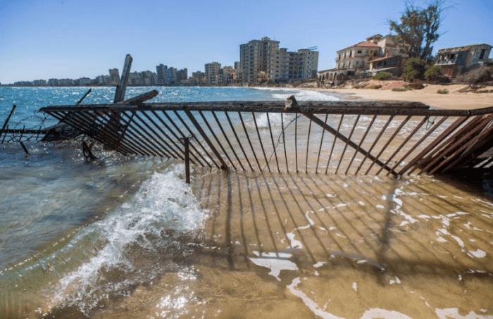 Ограждение в воде