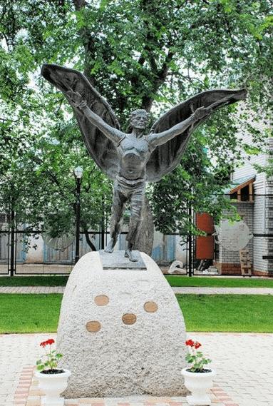 Памятник Никите Летуне