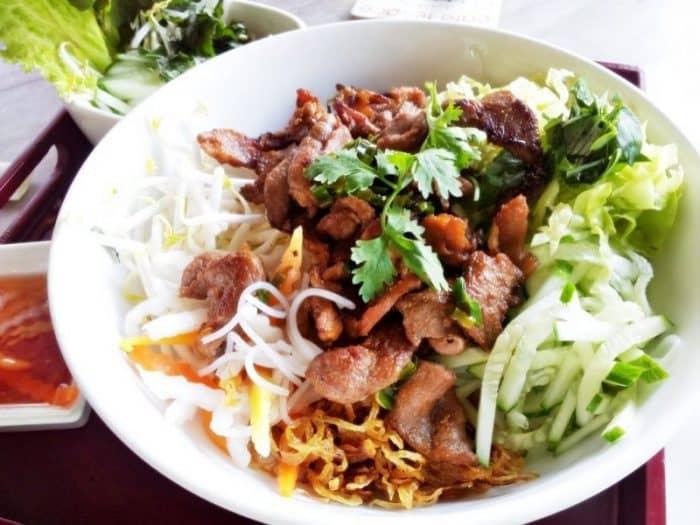 исовая лапша со свининой на гриле Бан Тхит Хуонг