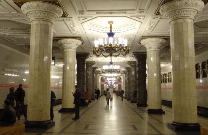 В метро 2
