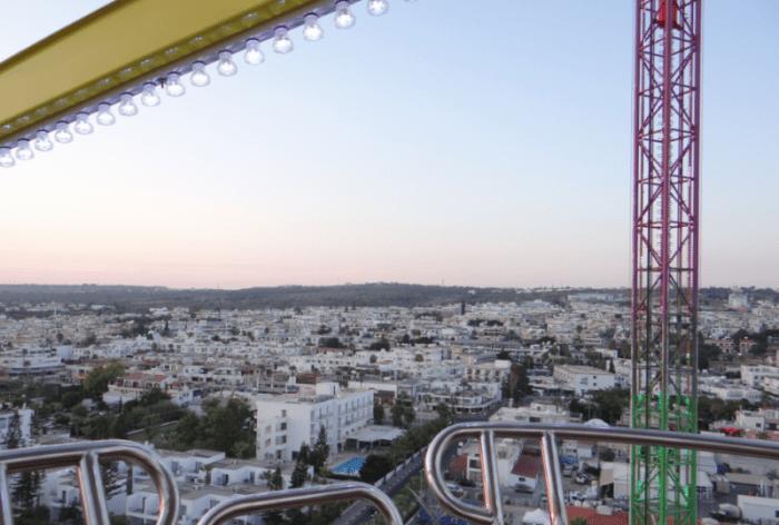 Вид с колеса обозрения на город