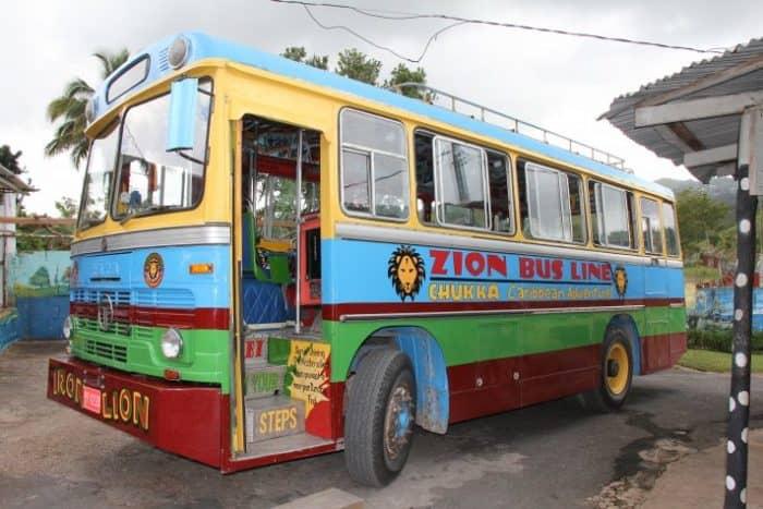 Автобусы на Ямайке