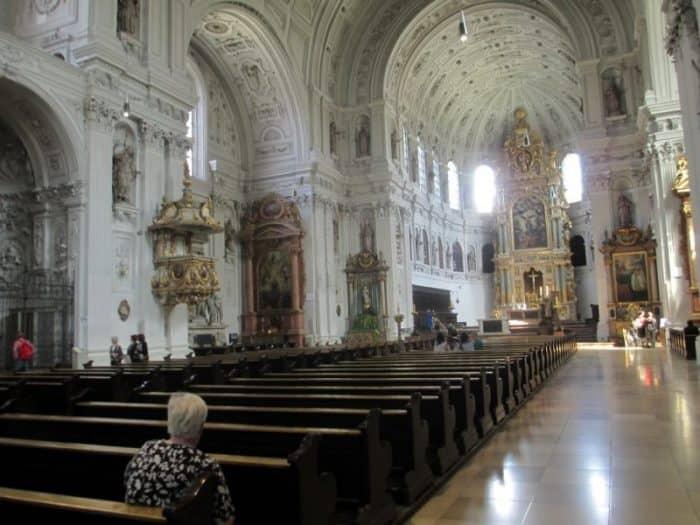 Белая церковь Святого Михаила