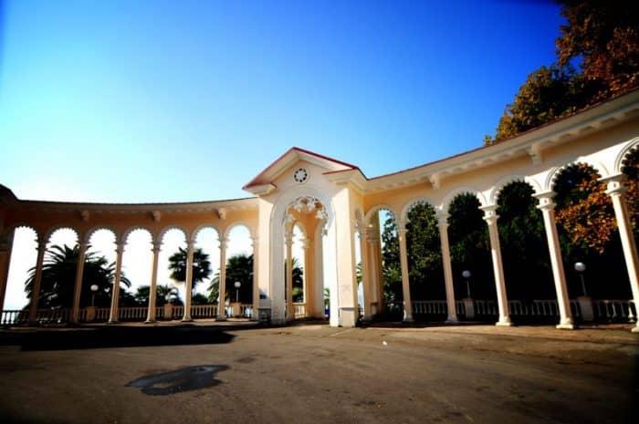 Гагрская колоннада