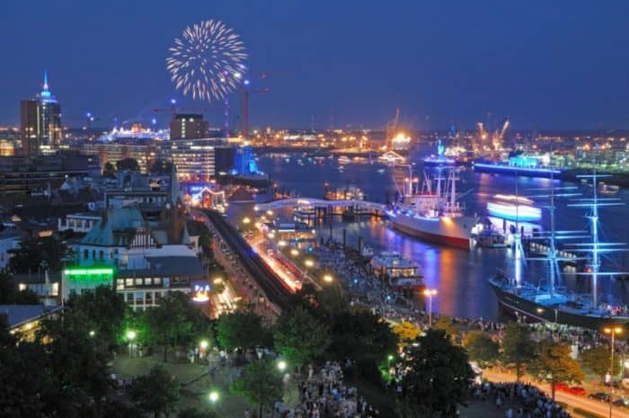 MERIAN BLUE PORT – Feuerwerk Hafenblick