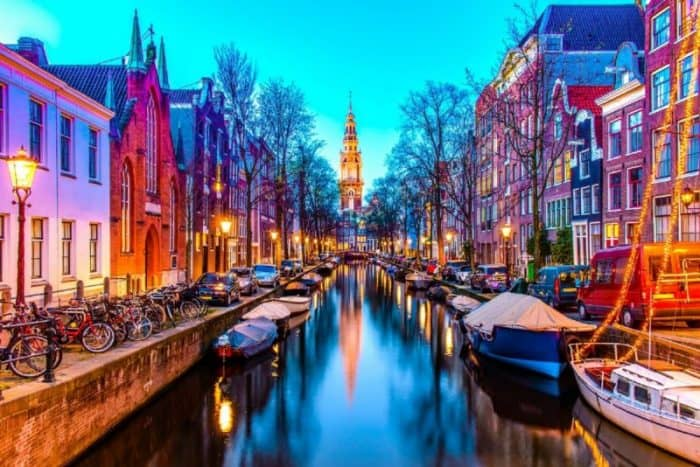 Курортный город Амстердам