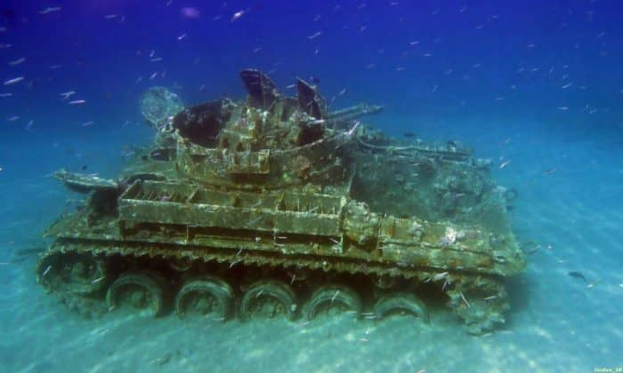 Затонувший танк